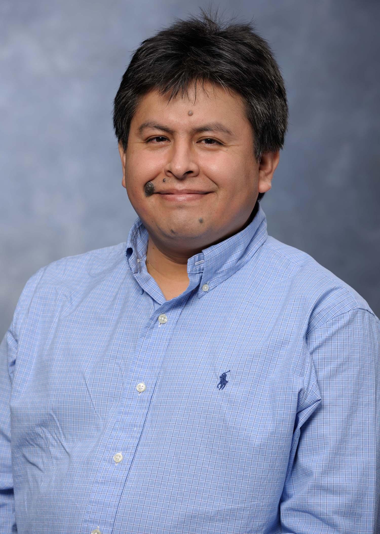Concytec distingue al Dr. Jorge Abad por su contribución a la investigación en la ciencia en el Perú