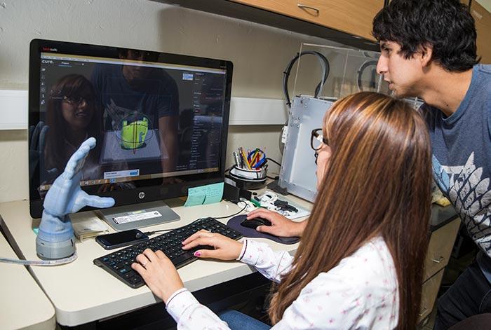 OpenPUCP organiza demostraciones gratuitas sobre el uso de nuevas tecnologías como robótica, realidad virtual o impresión 3D