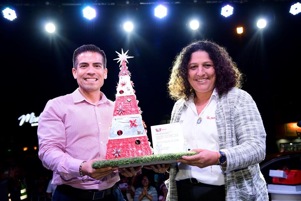 Ministra del Ambiente y KFC inauguran Árbol de Navidad de material reciclado en San Juan de Lurigancho