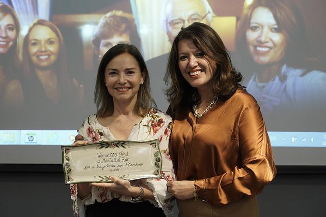 """Se entregó premio a """"Trayectoria por el CAMVHIO"""" en la labor de empoderamiento de la mujer"""