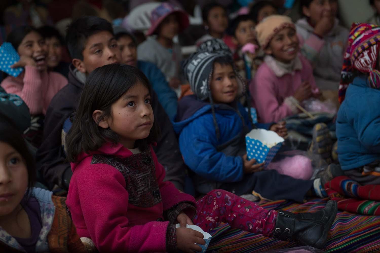 """""""Mi cine Comunitario"""" de Perurail llevó alegría y entretenimiento a localidades de Cusco"""