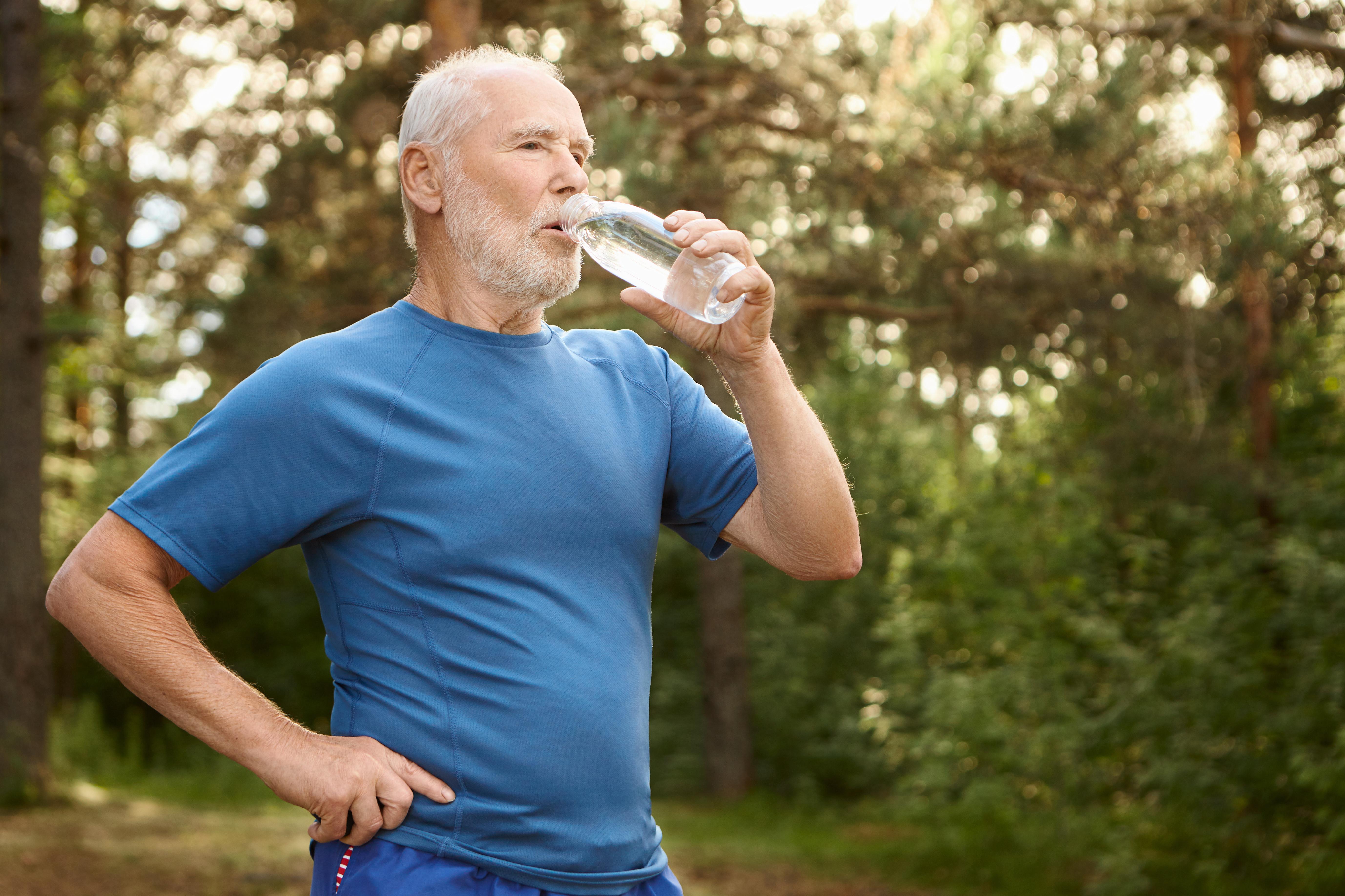 5 recomendaciones para mantenerte hidratado en verano