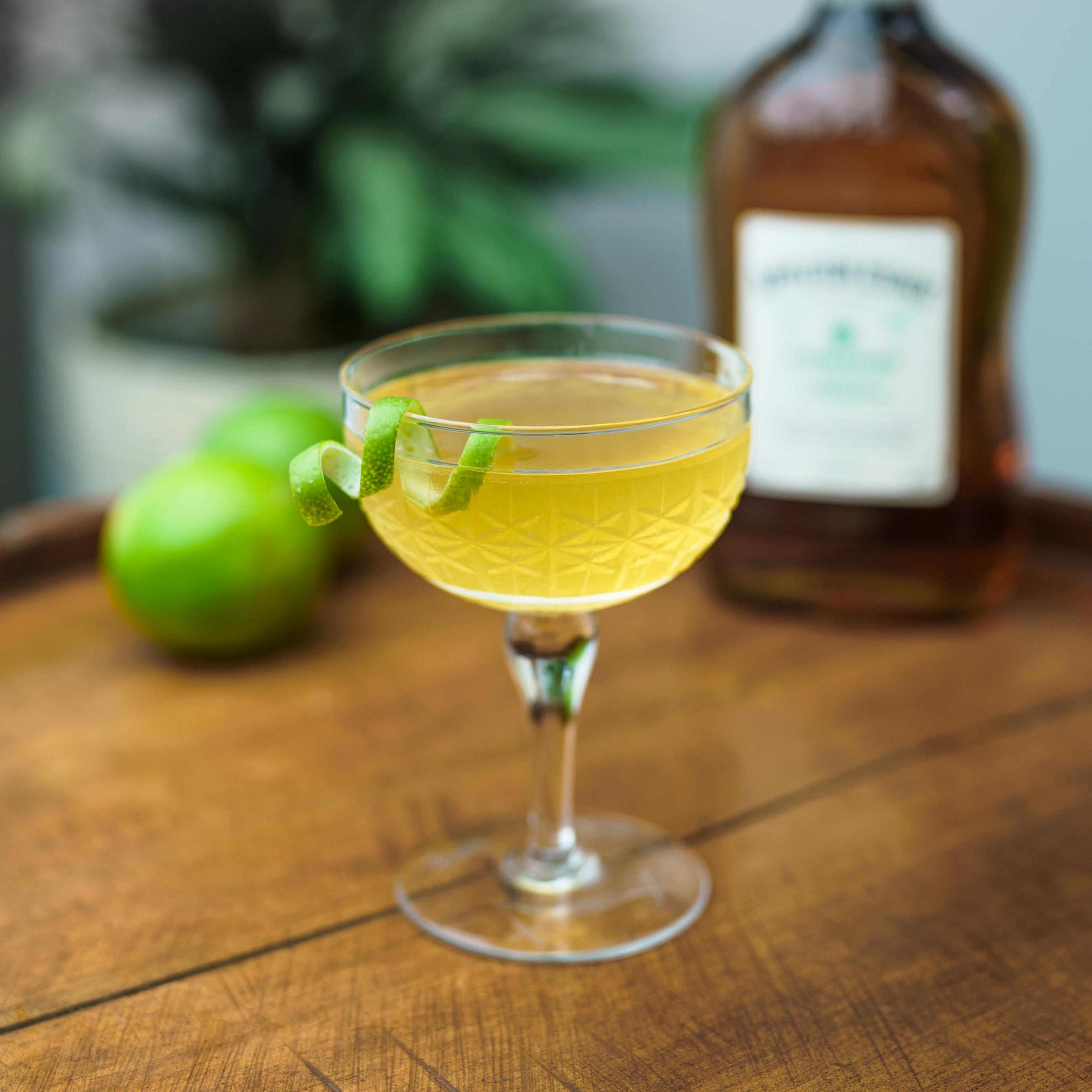 3 cócteles refrescantes con ron para disfrutar el verano en casa