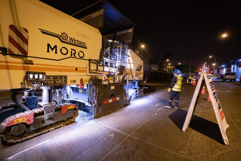 Municipalidad de Lima realiza mantenimiento de pistas en la Av. 13 de Enero en San Juan de Lurigancho