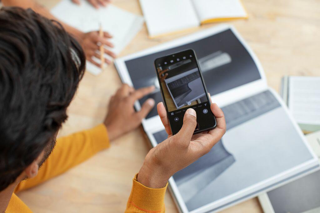 Los dispositivos móviles y su papel en la alfabetización y brecha digital