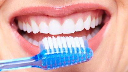 9 malos hábitos que debemos evitar para mantener una buena higiene bucal