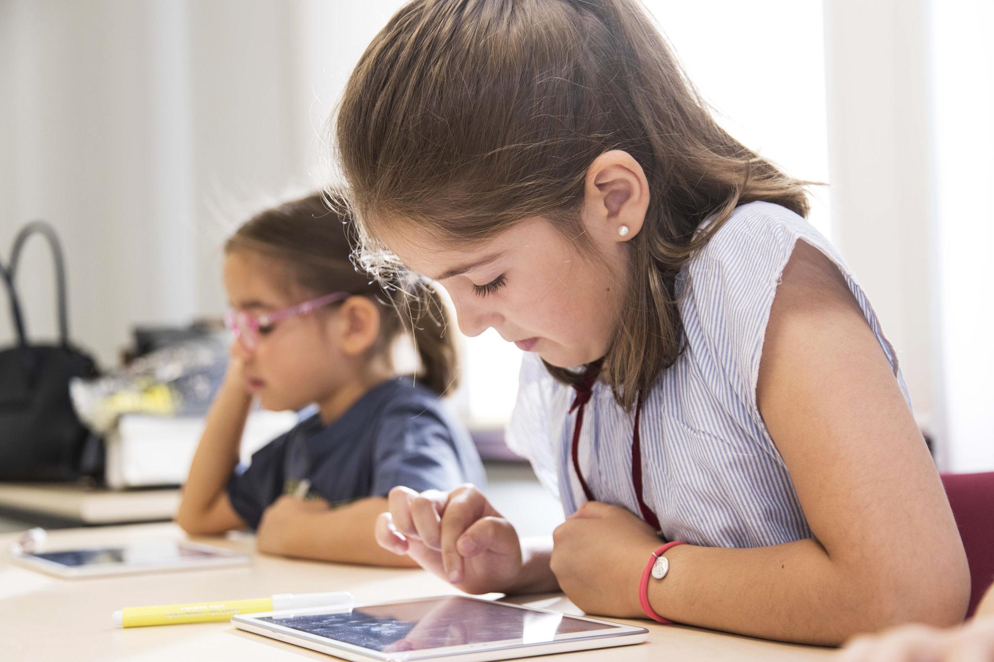 Educación: 4 consejos para acercar a las niñas a las ciencias, la matemática y la tecnología