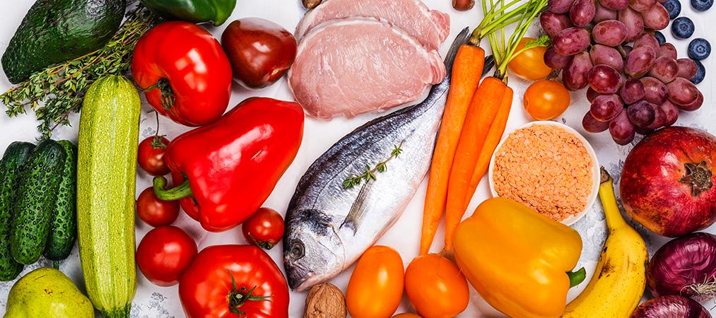 Conoce qué alimentos consumir y cuáles evitar para mantener las defensas altas