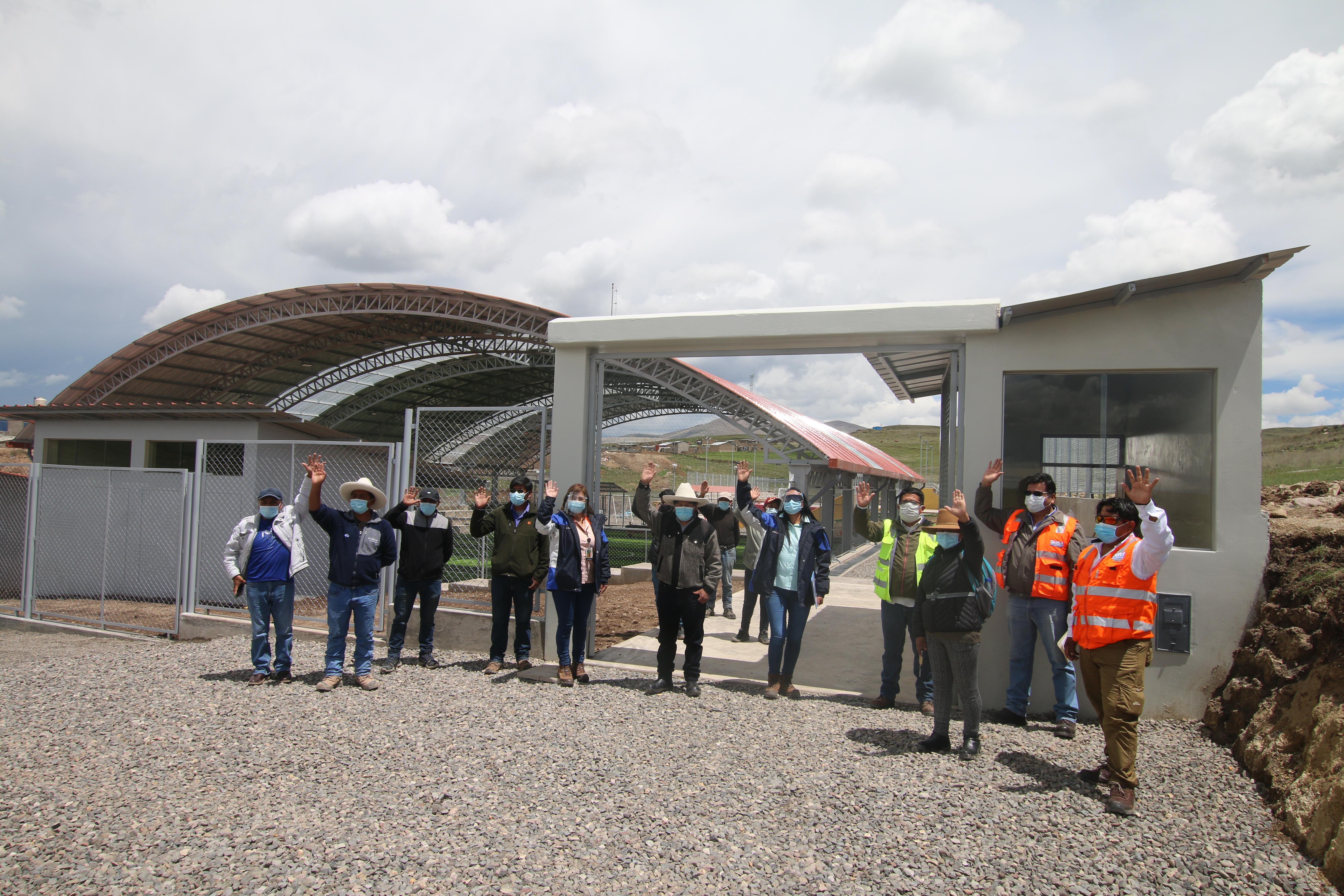 Antapaccay entregó cancha sintética, losa deportiva y parque infantil a Tintaya Marquiri