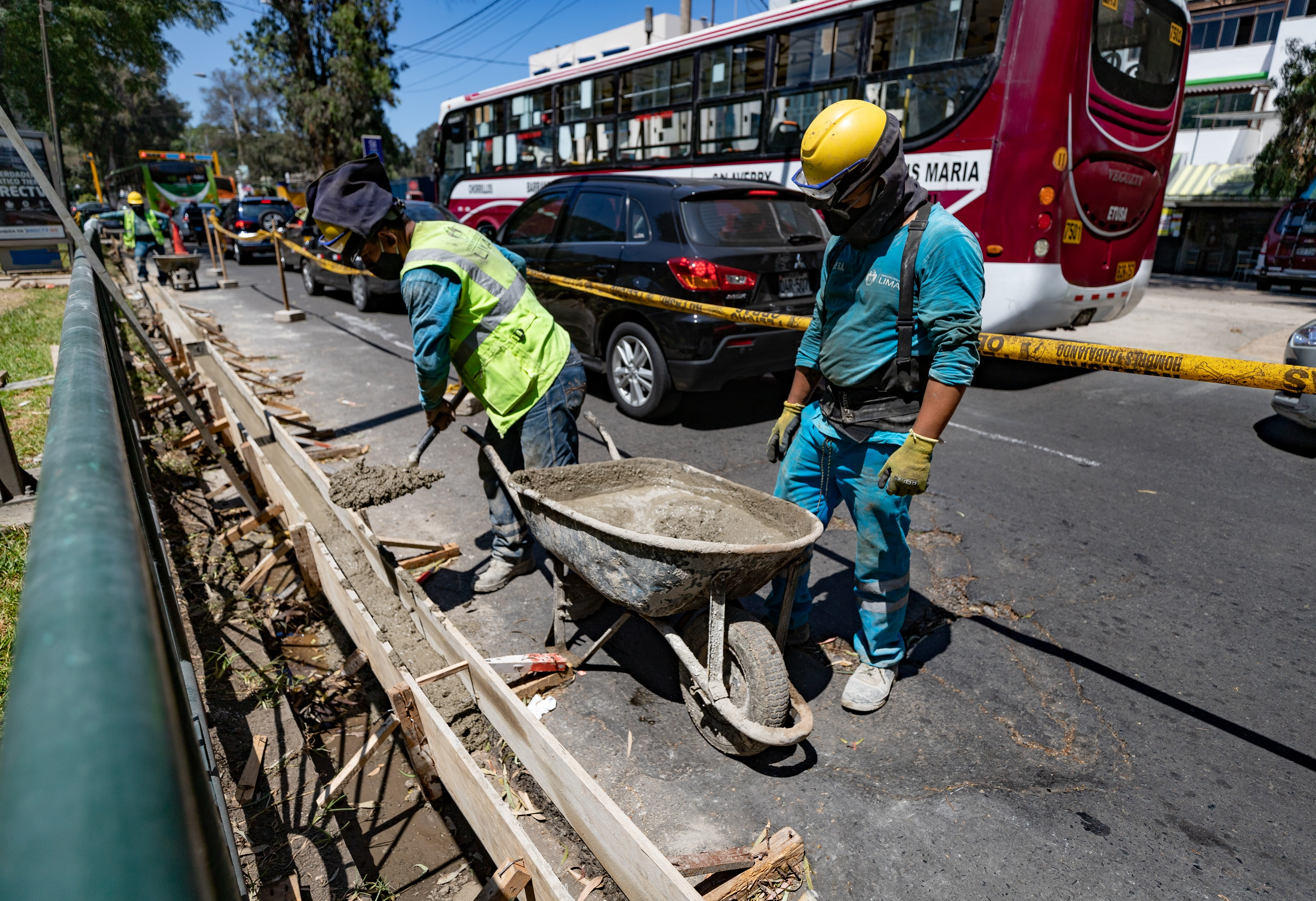 MML reparó más de 4,000 m2 de veredas y sardineles en principales avenidas de la capital