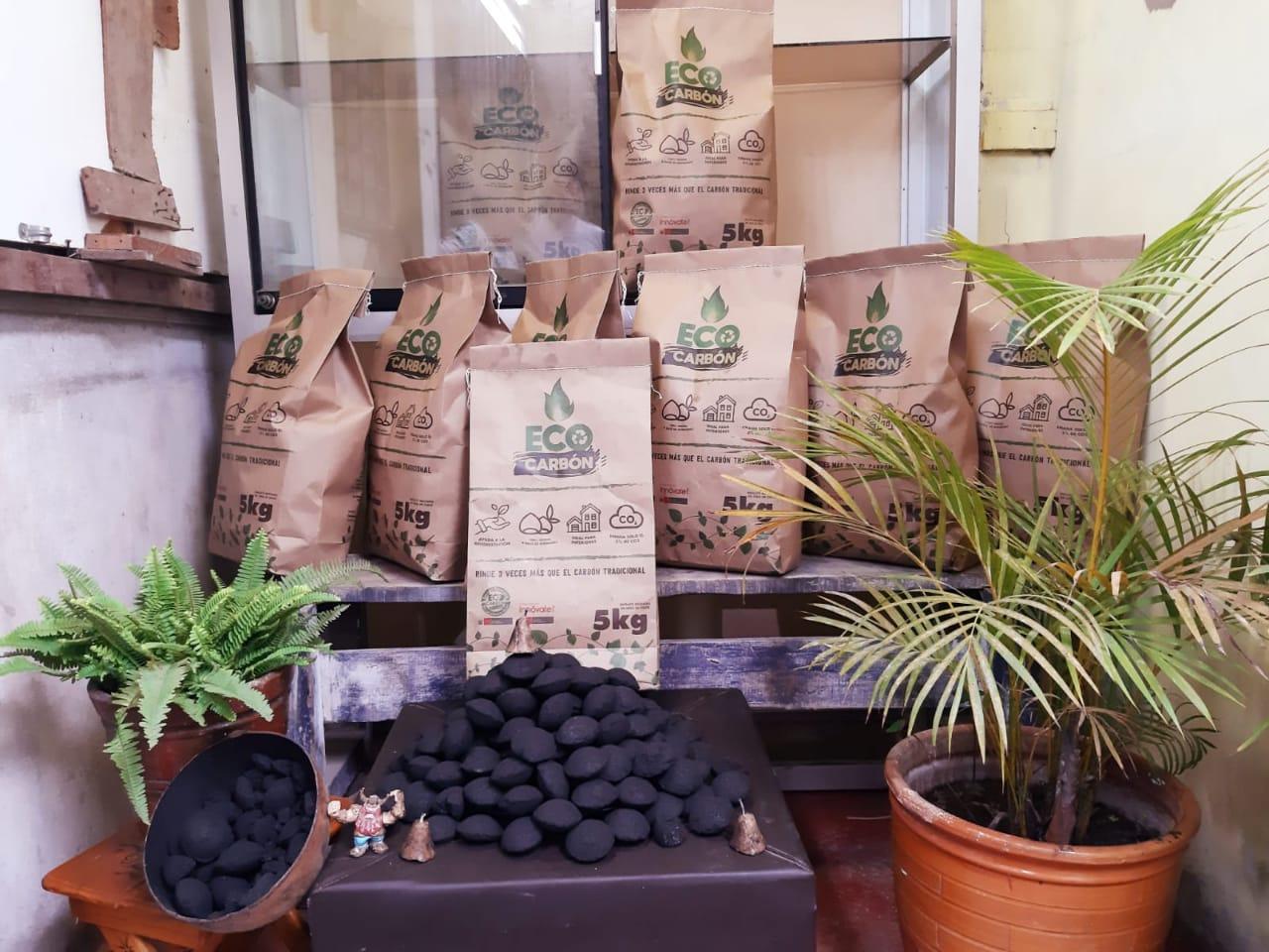 Carbón ecológico reduce la deforestación y la contaminación ambiental