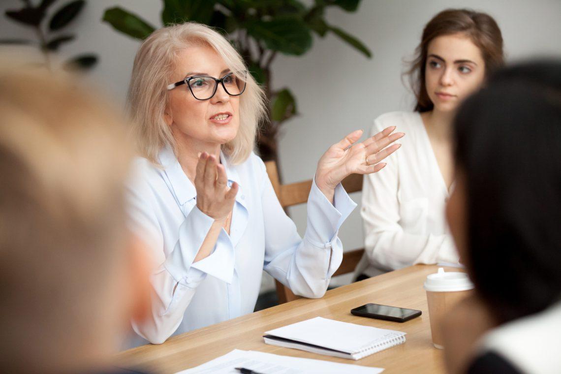 Incentivar ventajas fiscales, el mentoring inverso y la actualización del perfil profesional, claves para la gestión del talento senior