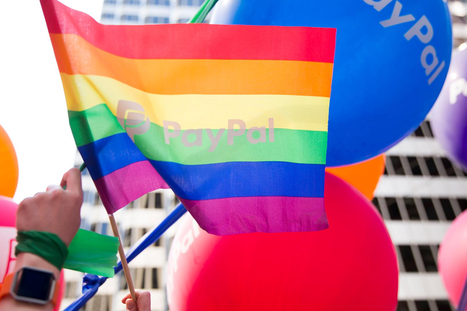 Celebrando el Mes del Orgullo y apoyando a la comunidad LGBTQ +