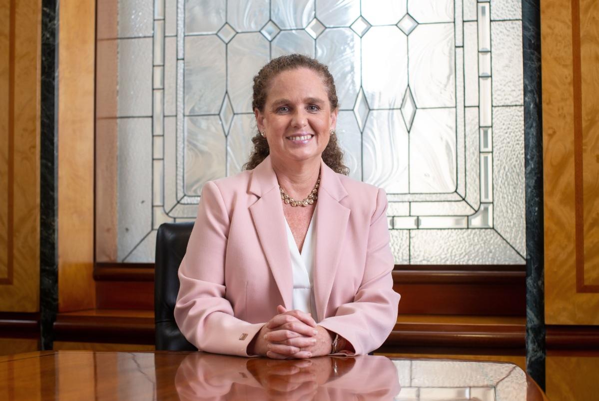 Claudia Cooper presenta libro sobre el desarrollo de la minería y el aporte del sector a la reactivación económica