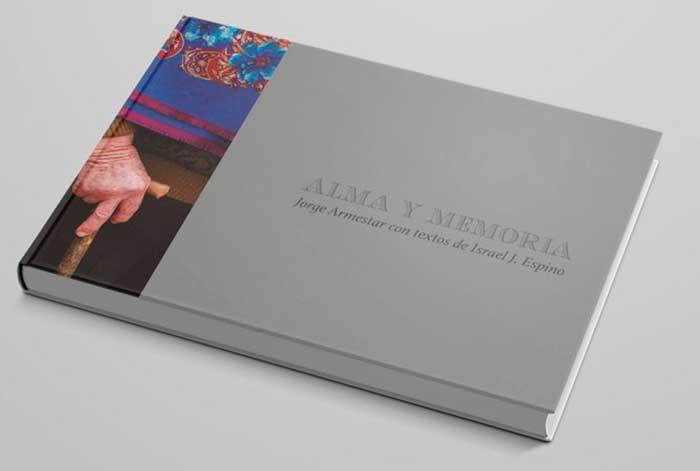 El fotoperiodista peruano Jorge Armestar rescata las tradiciones extremeñas en su libro Alma y memoria