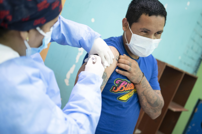 Rutas de Lima realiza campaña de vacunación contra la influenza en el Hogar Bienaventuranzas