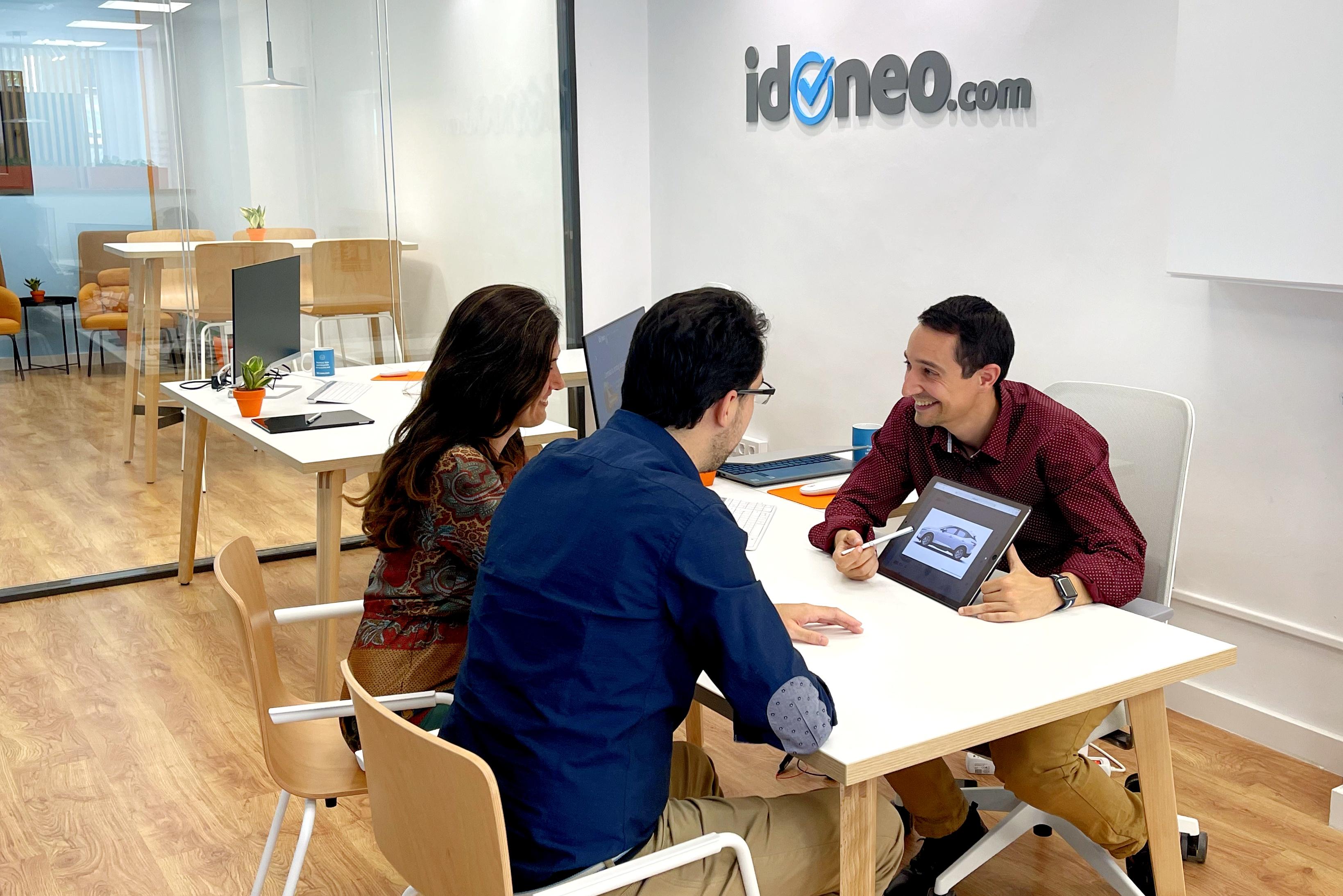 """Idoneo.com lanza la primera tienda """"phygital"""" del sector de la automoción"""